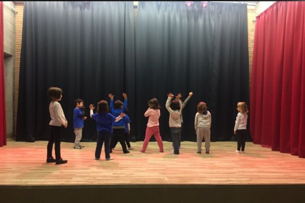 Nens teatre Petit Diplo